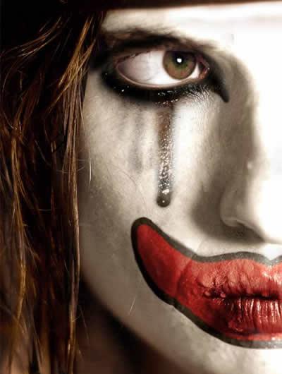 pintando a cara para viver