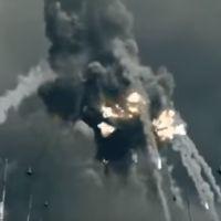 explosão da torre Eiffel